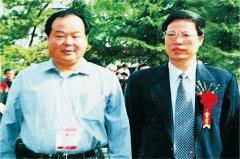中共中央政治局原常委张高丽与飞速直播吧nba火箭教授在一起。